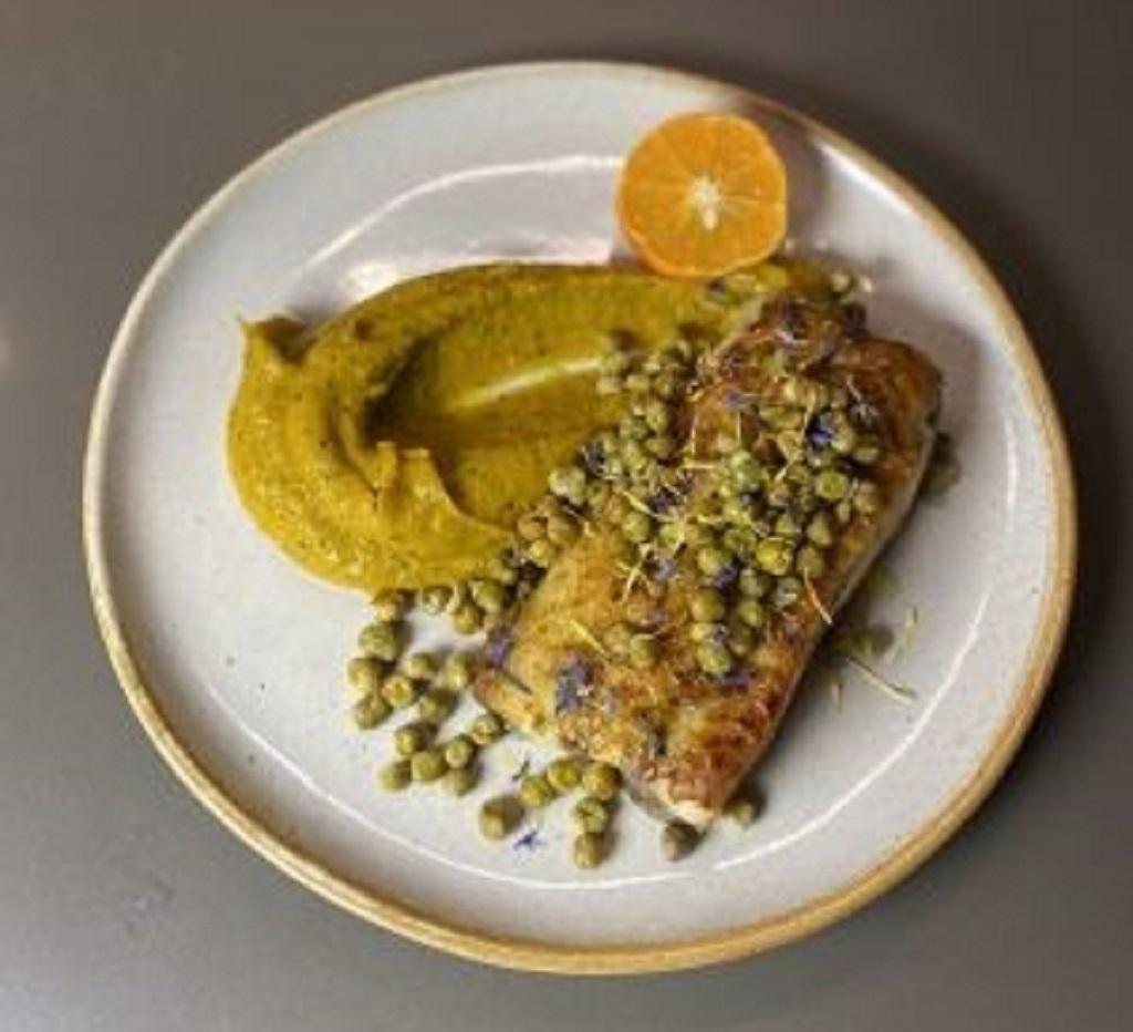 Receita da sexta: Peixe da Estação com crumble de crispy de ervilha Flormel e purê de abóbora com tangerina e gengibre