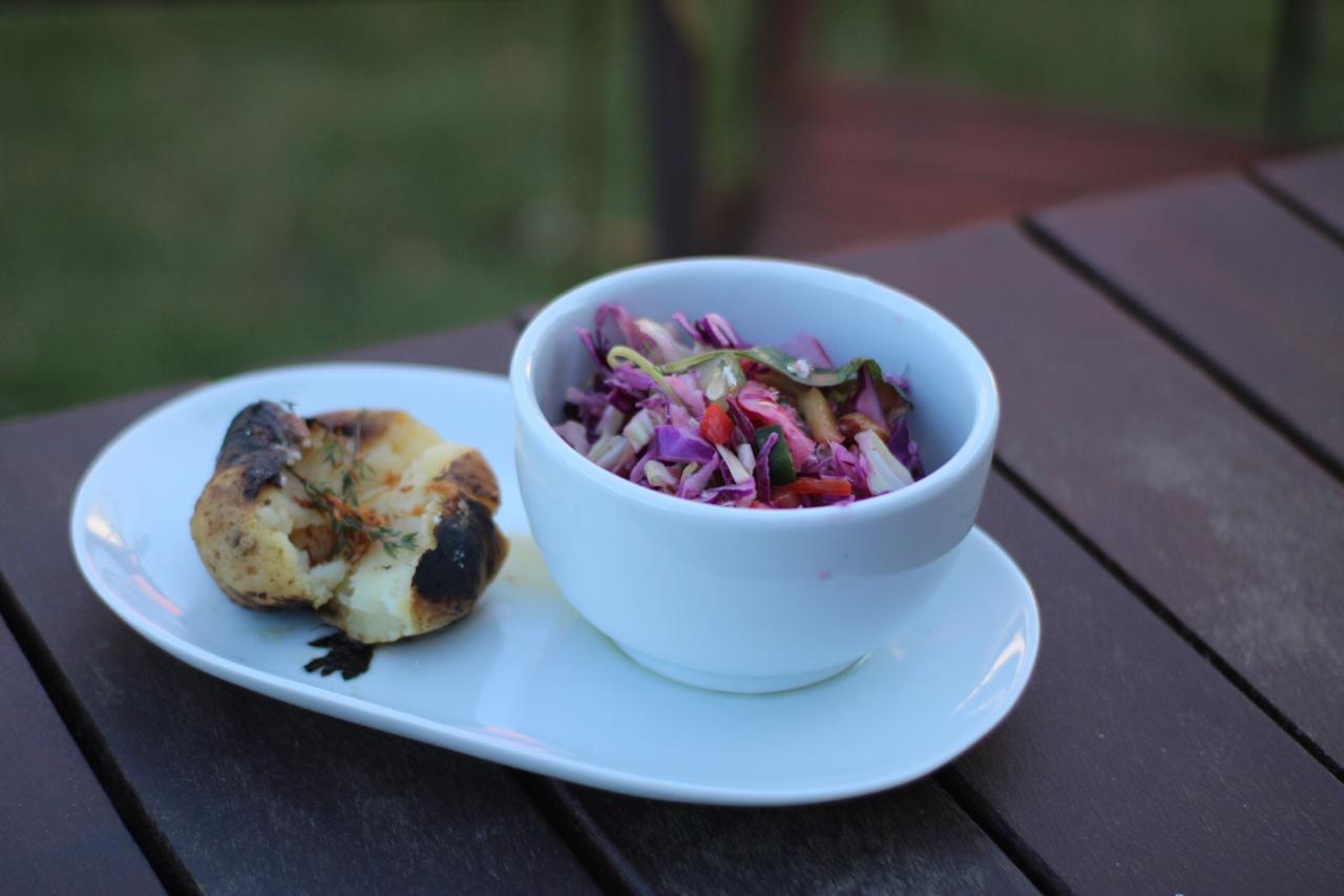 Aprenda a receita da Salada Thai do Manaká Restobar