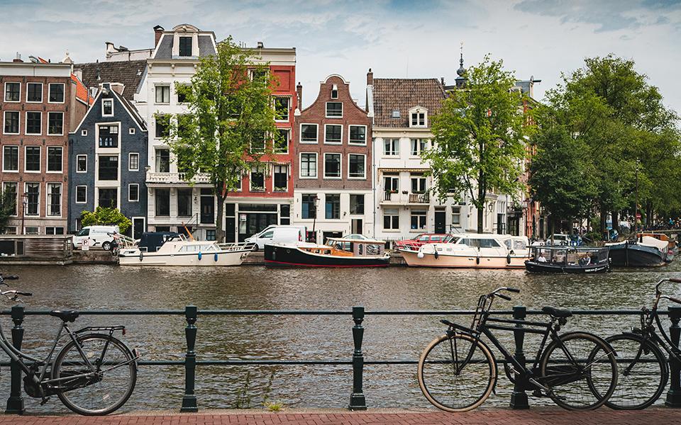 Amsterdã, a cidade dos canais e da hospitalidade