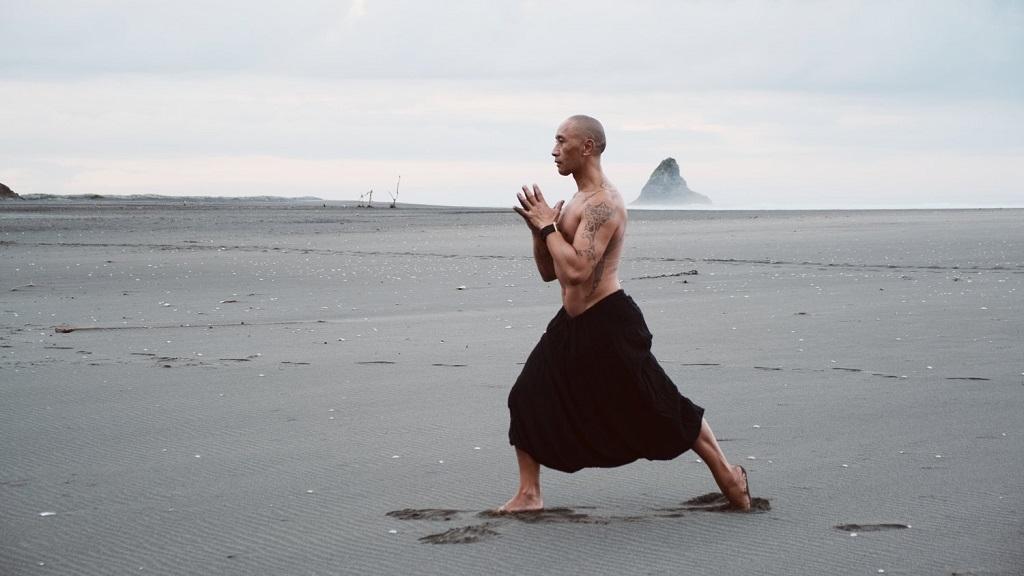 Amanhã, 30 minutos para relaxar com ioga maori ao vivo