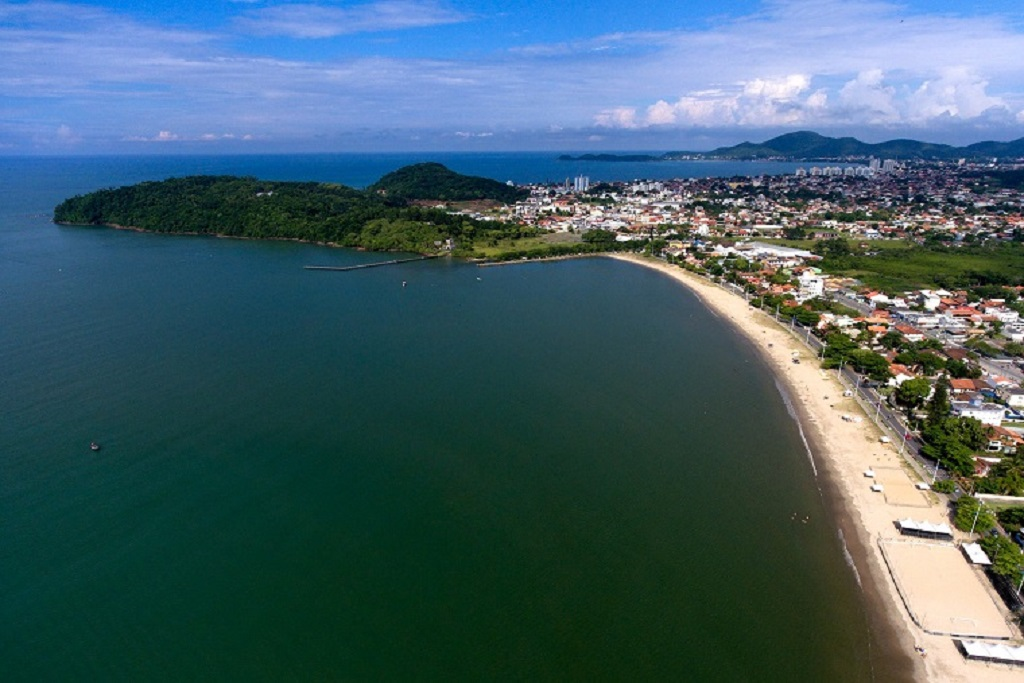 Cinco praias recebem selo Bandeira Azul. São 18 no Brasil