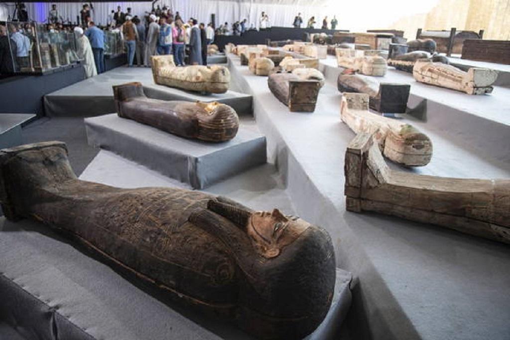 Egito descobre mais de 100 sarcófagos de 2,5 mil anos