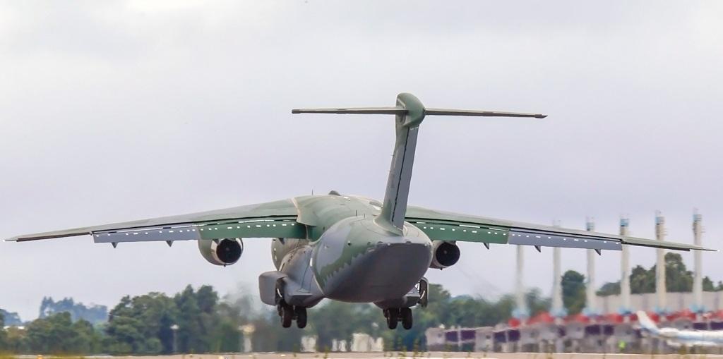 O primeiro pouso do KC-390 no Aeroporto Afonso Pena
