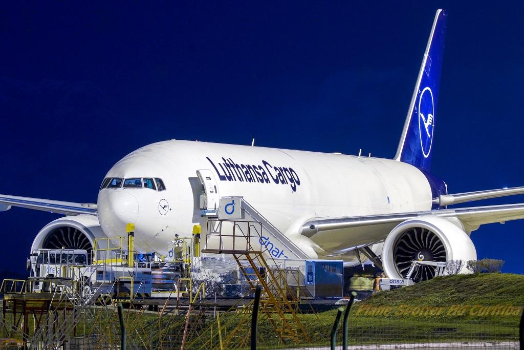 Recebemos o 1º Boeing 777 Lufthansa Cargo no Brasil