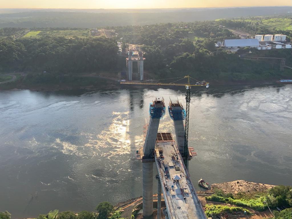Nova ponte em Foz do Iguaçu chega a 49% da obra