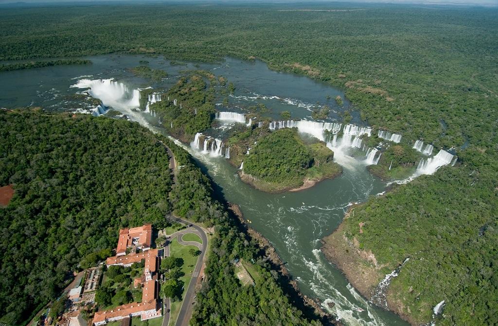 Livro mostra as Cataratas do Iguaçu como chacra da Terra