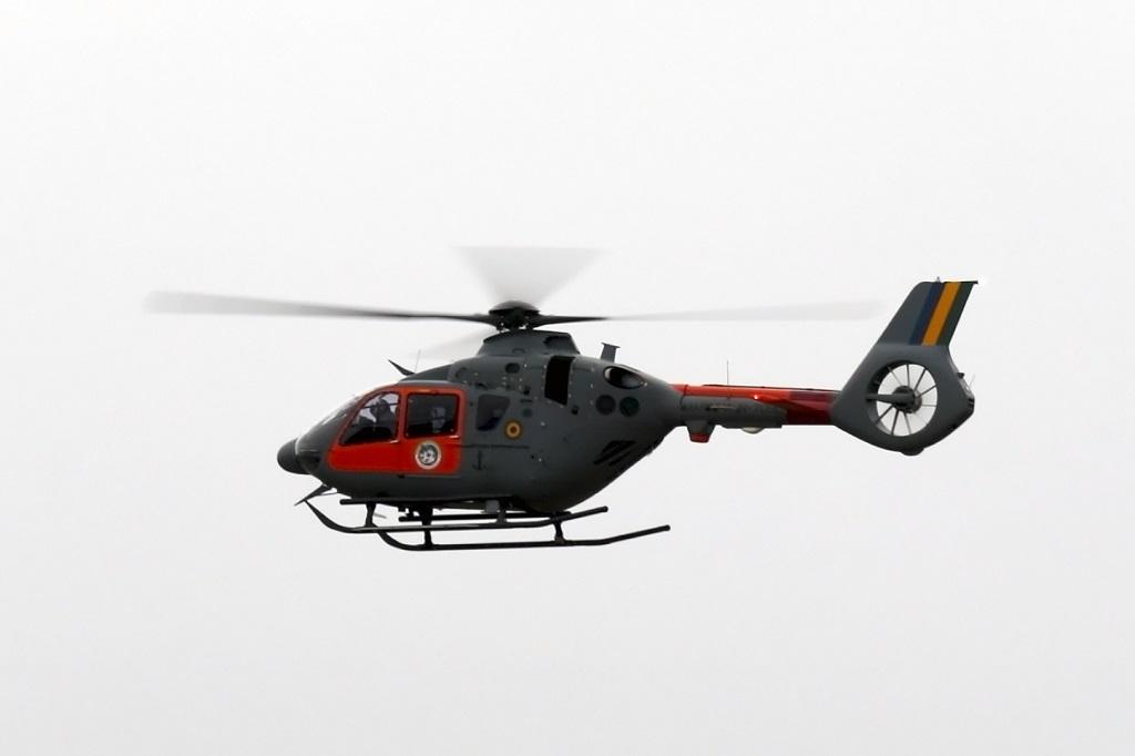 Helicóptero da Marinha faz parada técnica no Afonso Pena