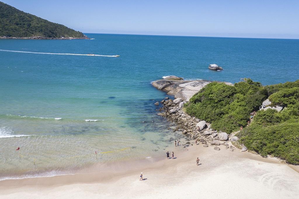 Bombinhas, SC, tem 3 praias Bandeira Azul